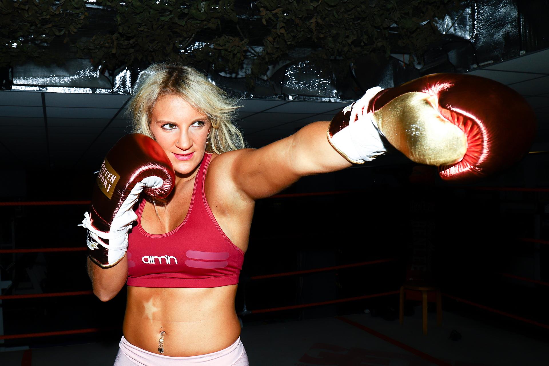 Alicia Melina Kummer (Boxerin)
